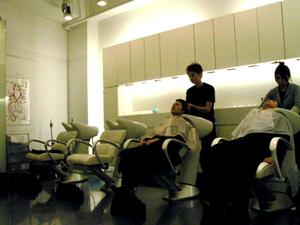 Gettomg a haircut in Tokyo